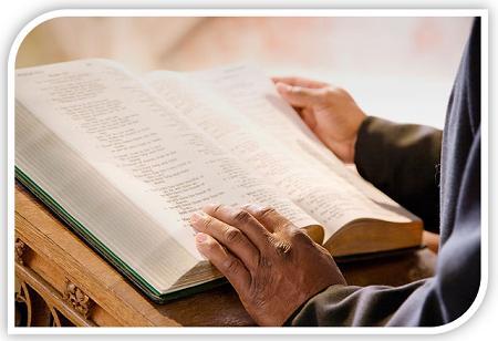 Preekstoel en Bybel