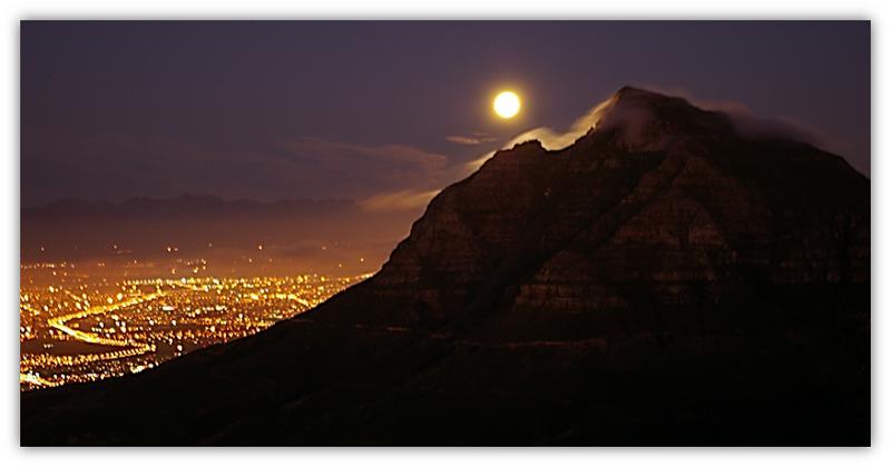 berg en vol maan