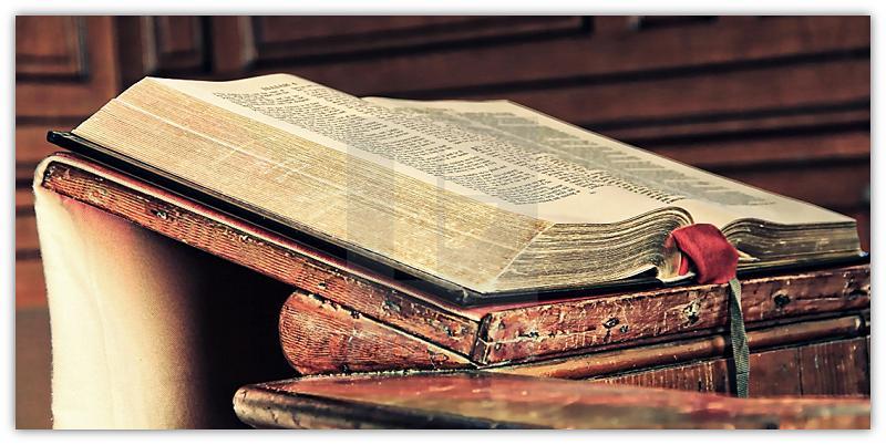 Bybel op preekstoel